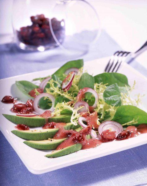 Spinach-Salad-with-Avocado-und-Cranberries